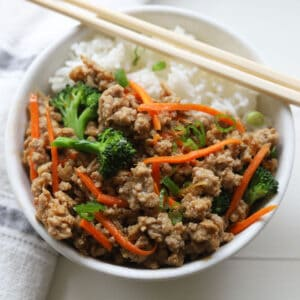 Rice bowl with ground meat with broccoli florets and julienned carrots stirfry.