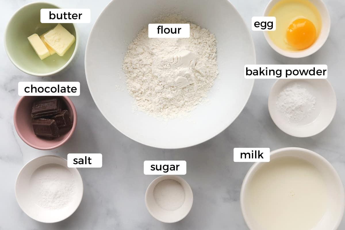 Ingredients to make pancakes